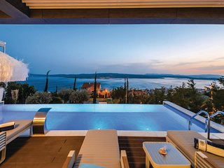 Nice home in Crikvenica w/ Jacuzzi, 4 Bedrooms and Outdoor swimming pool