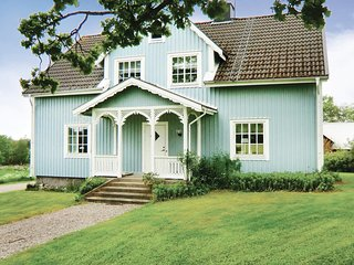 Awesome home in Braås w/ 5 Bedrooms
