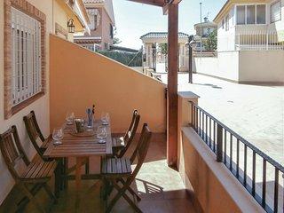 Stunning home in Los Alcázares w/ 3 Bedrooms