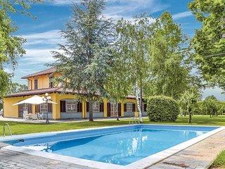 Elegante villa con piscina e giardino