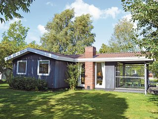 Stunning home in Dronningmølle w/ 3 Bedrooms
