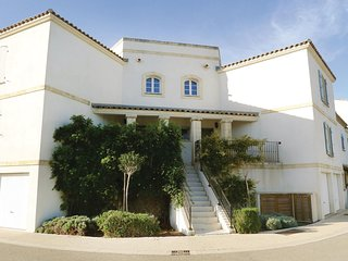 Awesome home in Aigues-Mortes w/ WiFi and 3 Bedrooms (FLG326)