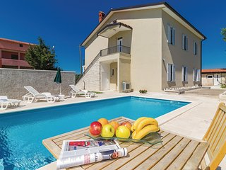 Amazing home in Cabrunici w/ WiFi and 6 Bedrooms