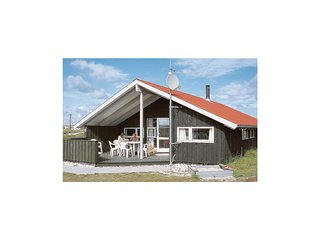 Stunning home in Hvide Sande w/ Sauna and 4 Bedrooms