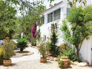 Amazing home in La Parata w/ WiFi, Outdoor swimming pool and 2 Bedrooms
