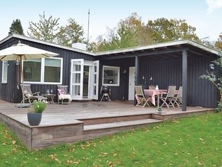 Awesome home in Dronningmølle w/ WiFi and 2 Bedrooms