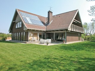 Amazing home in Lemvig w/ Sauna, WiFi and 10 Bedrooms