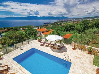 Stunning home in Kostrena w/ Sauna, WiFi and 4 Bedrooms