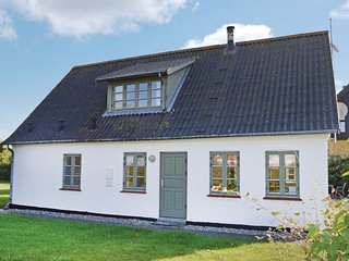 Stunning home in Dronningmolle w/ Sauna, WiFi and 4 Bedrooms
