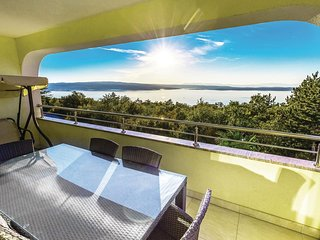 Beautiful home in Crikvenica w/ WiFi and 6 Bedrooms (CKC825)