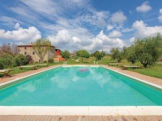 Uitnodigend landhuis met zwembad en uitzicht over de heuvel