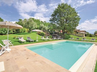 Awesome home in Civita Castellana -VT- w/ WiFi, 8 Bedrooms and Jacuzzi