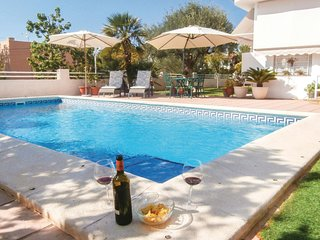 Nice home in Cartagena w/ WiFi, 2 Bedrooms and Outdoor swimming pool