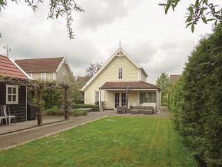 Awesome home in Wemeldinge w/ WiFi and 3 Bedrooms (HZE118)