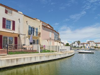 Beautiful home in Aigues-Mortes w/ WiFi and 3 Bedrooms (FLG354)