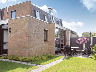 Nice home in Nieuwvliet-Bad w/ WiFi and 3 Bedrooms (HZE130)
