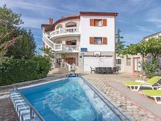 Nice home in Pula w/ WiFi and 8 Bedrooms