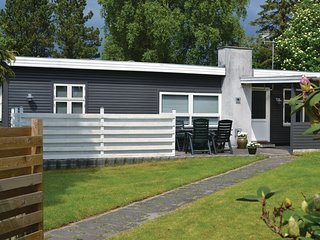 Awesome home in Dronningmølle w/ WiFi and 3 Bedrooms (E03668)