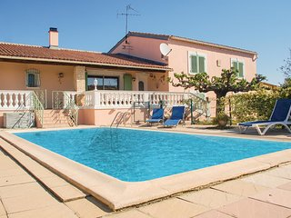Amazing home in Uchaud w/ WiFi and 4 Bedrooms