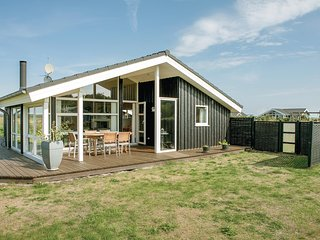 Amazing home in Storvorde w/ Sauna, WiFi and 3 Bedrooms