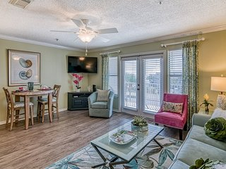 1 Bedroom with Best Gulf Views in Crystal Beach, Overlooks Sparkling Pool & Hot