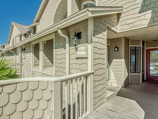 Relaxing Bay Views in Heron Walk at Sandestin includes Golf Cart, Beach and Pool
