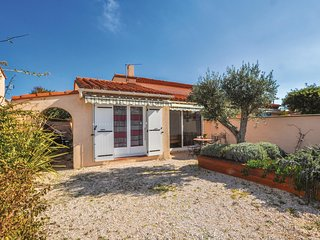 Awesome home in saint Cyprien Plage w/ WiFi and 3 Bedrooms