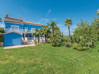 Amazing home in Novigrad w/ WiFi and 2 Bedrooms