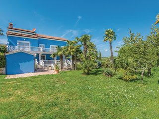 Amazing home in Novigrad w/ WiFi and 3 Bedrooms