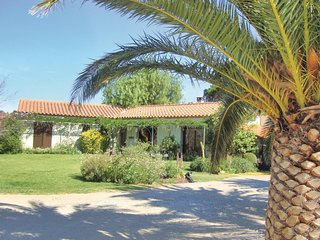 Awesome home in Pezilla la Riviere w/ WiFi, Outdoor swimming pool and 3 Bedrooms