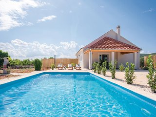 Stunning home in Radonic w/ WiFi and 2 Bedrooms
