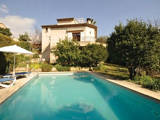 Awesome home in Vence w/ WiFi, 3 Bedrooms and Outdoor swimming pool