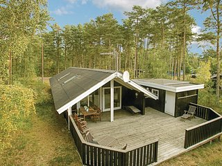 Amazing home in Aakirkeby w/ Sauna, WiFi and 3 Bedrooms