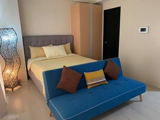 Vibrant New Studio Unit (In front of Airport)