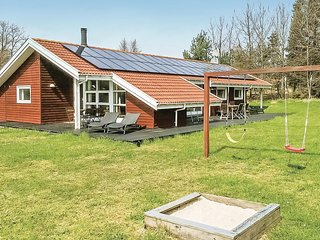 Amazing home in Aakirkeby w/ Sauna, WiFi and 4 Bedrooms