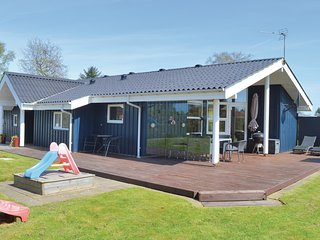 Nice home in Hadsund w/ Sauna, WiFi and 4 Bedrooms