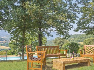 Mooi vakantiehuis met grote tuin en zwembad (IUP391)