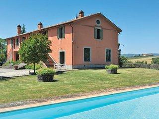 Landhuis met zicht over de wijnheuvels en olijfbomen