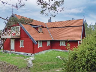 Awesome home in Vastra Nashulta w/ Sauna, WiFi and 5 Bedrooms