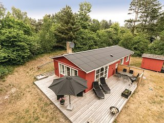 Awesome home in Aakirkeby w/ WiFi and 3 Bedrooms