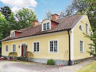 Awesome home in Malmkoping w/ Sauna and 4 Bedrooms