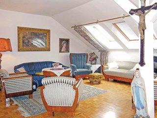 Nice home in Praha 2-Vysehrad w/ 2 Bedrooms (TBP411)
