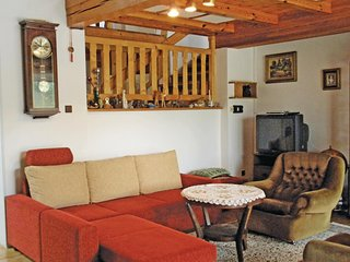 Beautiful home in Hluboka n/Vltavou w/ WiFi and 4 Bedrooms