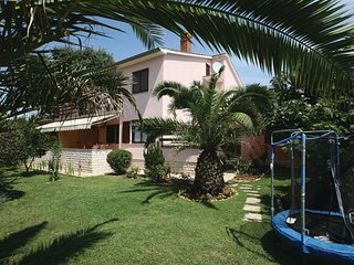 Nice home in Medulin with WiFi and 2 Bedrooms (CIM140)