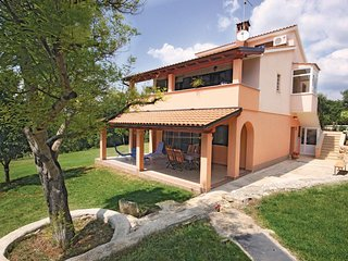 Nice home in Medulin w/ WiFi and 3 Bedrooms