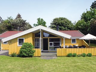 Awesome home in Græsted w/ Sauna, WiFi and 5 Bedrooms