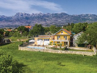 Beautiful home in Obrovac w/ WiFi and 3 Bedrooms