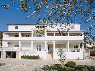 Awesome home in Starigrad Paklenica w/ 2 Bedrooms