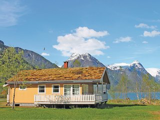 Nice home in Fjærland w/ 2 Bedrooms