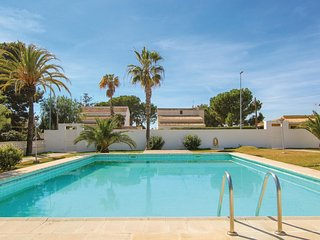 Beautiful home in El Campello w/ WiFi, Outdoor swimming pool and 3 Bedrooms (EBI